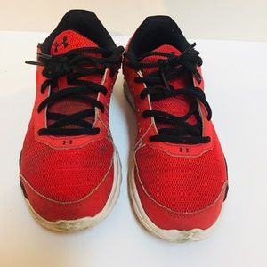 Boy's Under Armour shoes size 6Y.